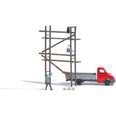 BU7902  scaffolding with bricklayer and pulley