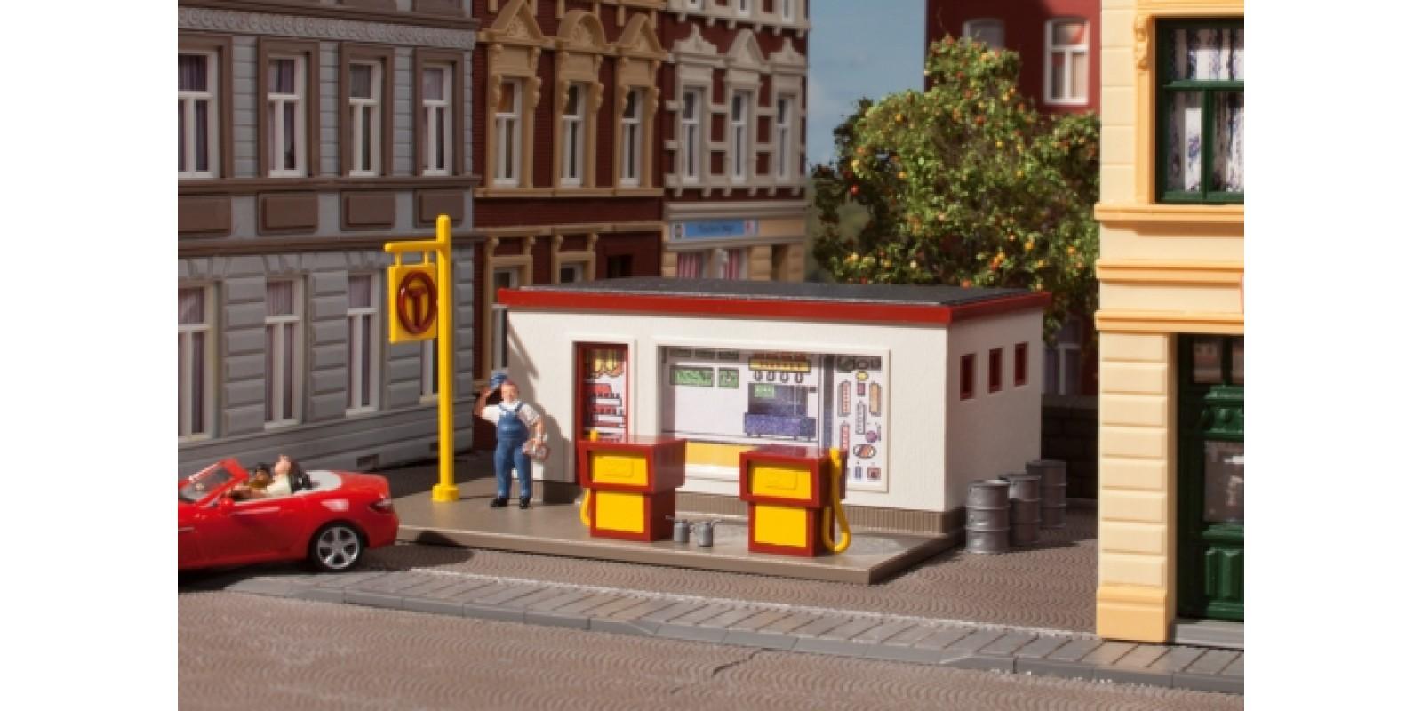 AU99053 Petrol station