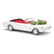 BU47527 Ford Mustang Cabrio, Hochzeit + Girlande