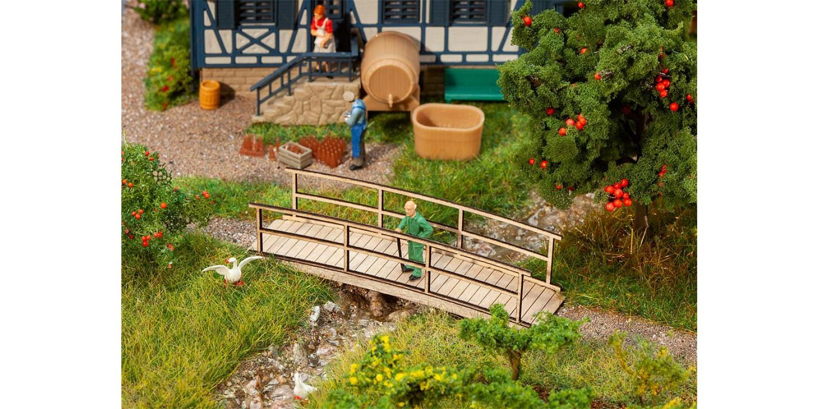 FA180301 Small wooden bridge