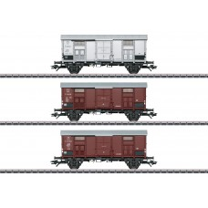 47870 Pitched Roof Car Set