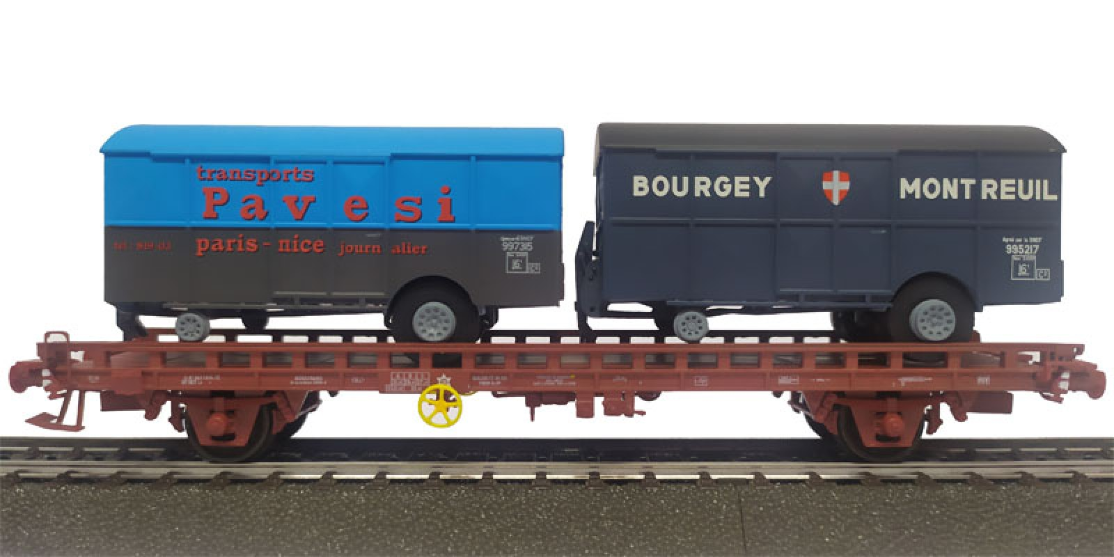 REWB642 Double carrier wagon loaded with box trailer of the SNCF