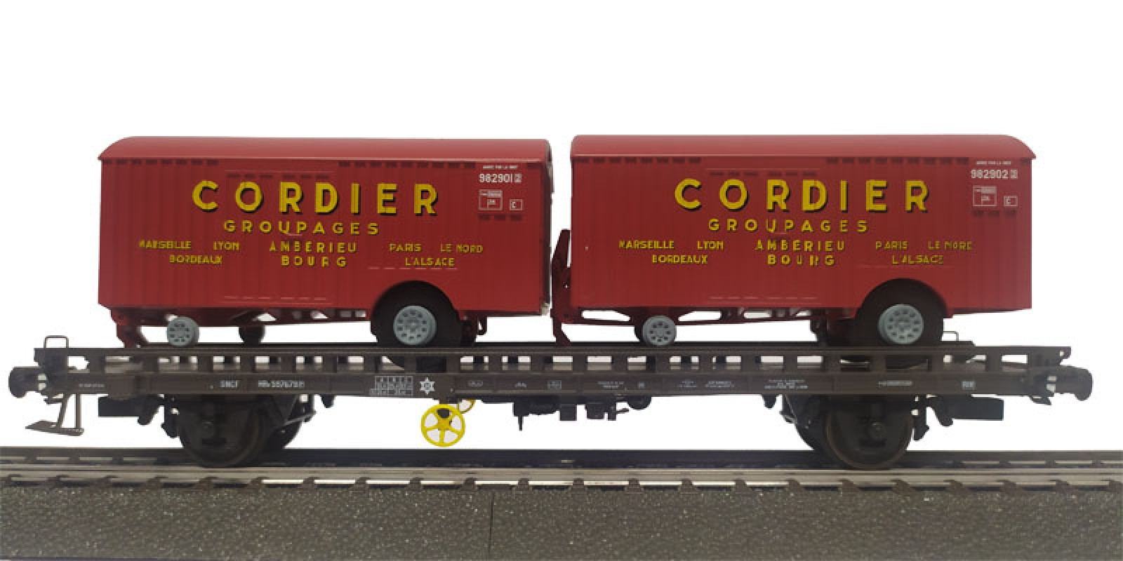 REWB638 Double carrier wagon loaded with box trailer of the SNCF
