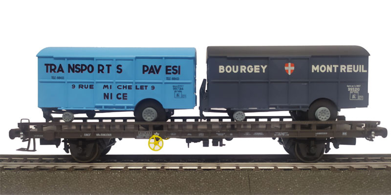 REWB639 Double carrier wagon loaded with box trailer of the SNCF