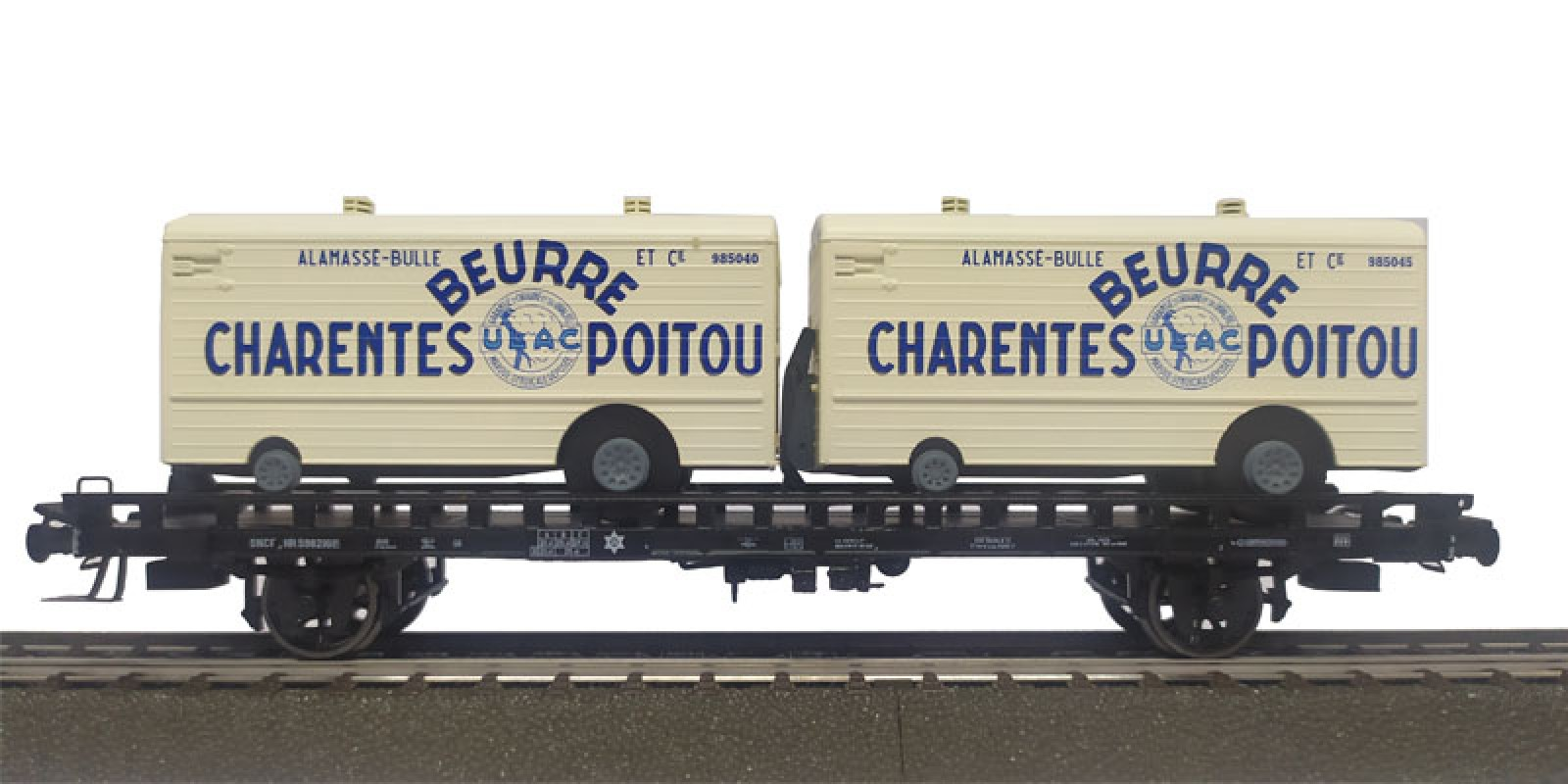 REWB637 Double carrier wagon loaded with refrigerated trailer of the SNCF