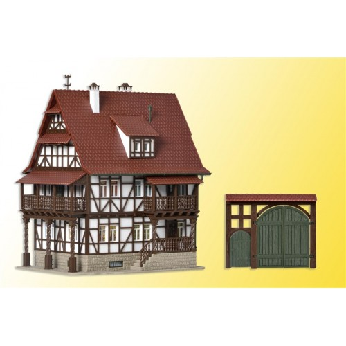 VO43732 H0 Vintner lodge with yard gate