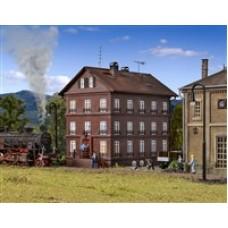 VO43805 H0 Railman`s house