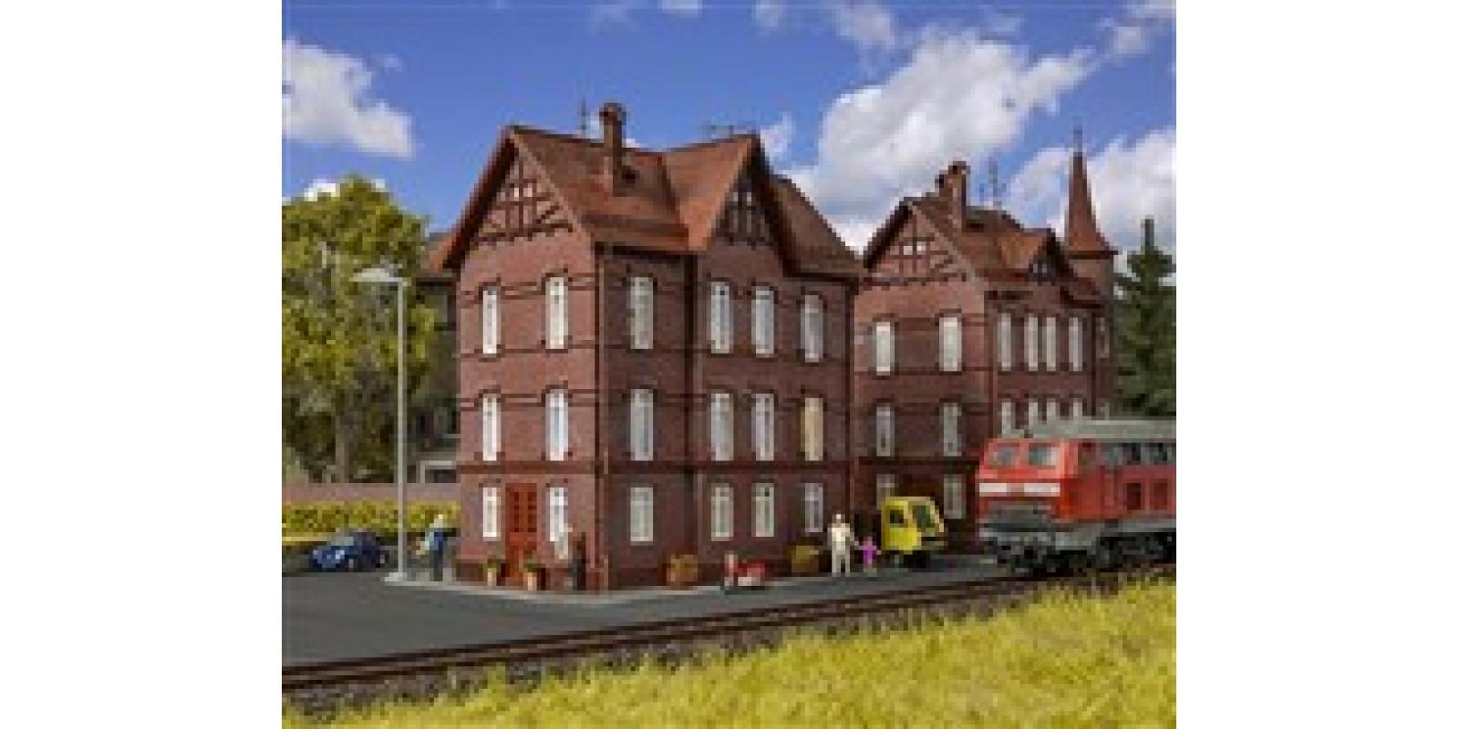 VO43806 H0 Railman`s house with roofridge