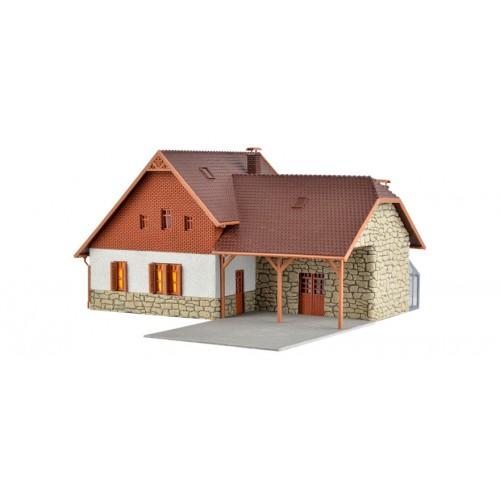 VO48280 Stonemason house with LED lighting