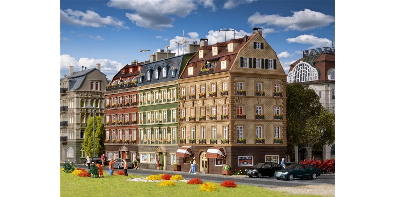 VO43780 H0 Block of houses, 3 buildings