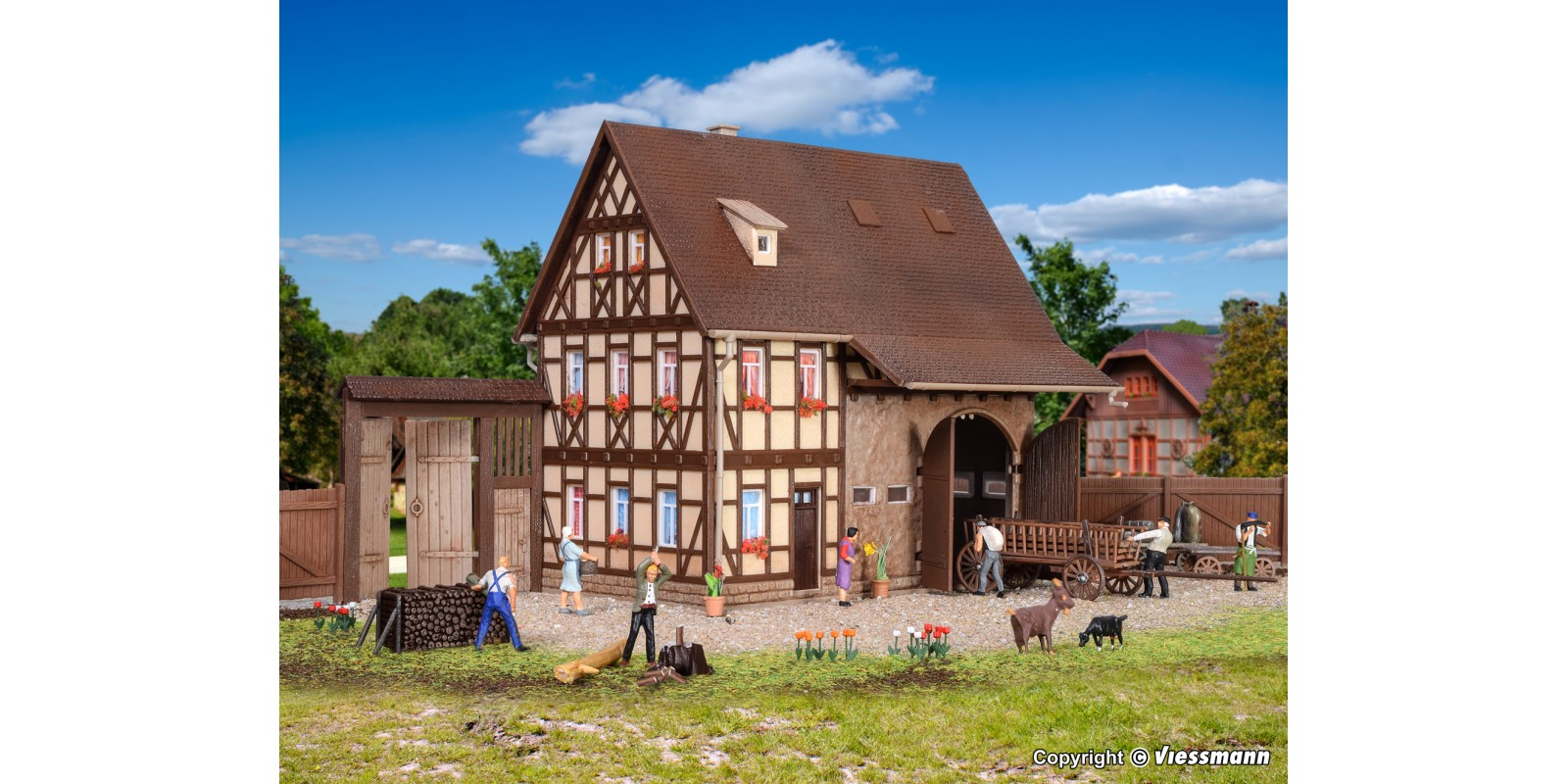 VO43731 H0 Farm house with barn and yard gate
